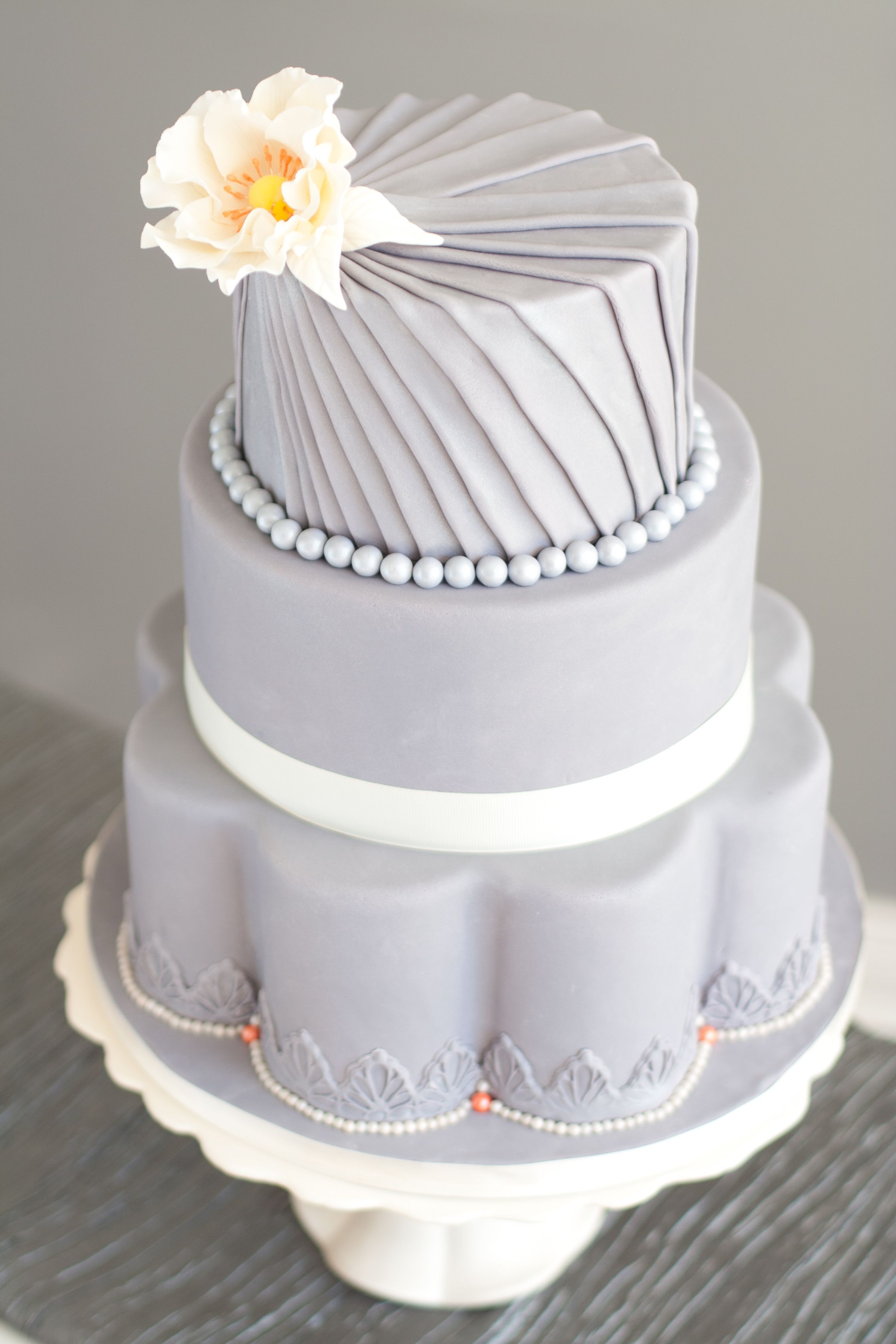Pleated wedding cake - a hot trend for 2014. ᘡղbᘡ | repinned by ...