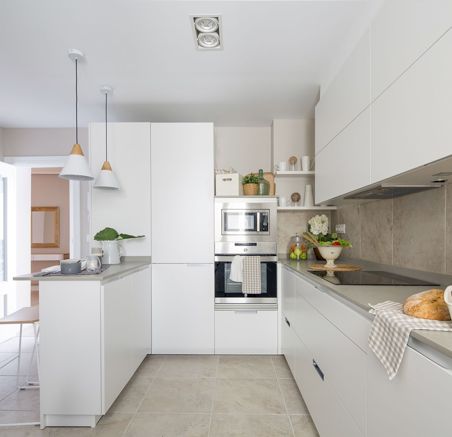 Cocina blanca modelo Minos de la casa Santos en vivienda ...