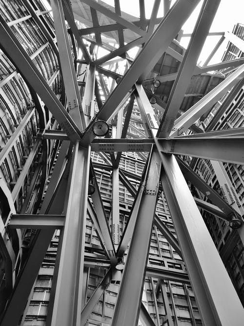 Grayscale graphy of Scafoldings · Free Stock