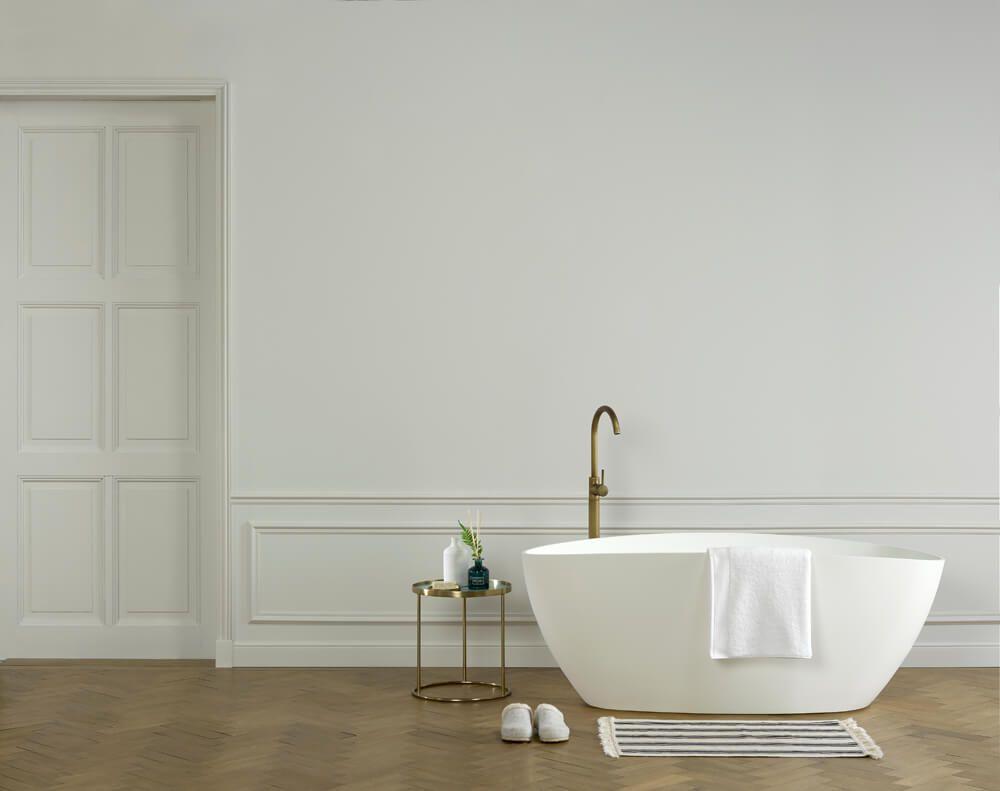 Orac Decor   Stuck Fußleisten verschönern die Wände im Bad und ...