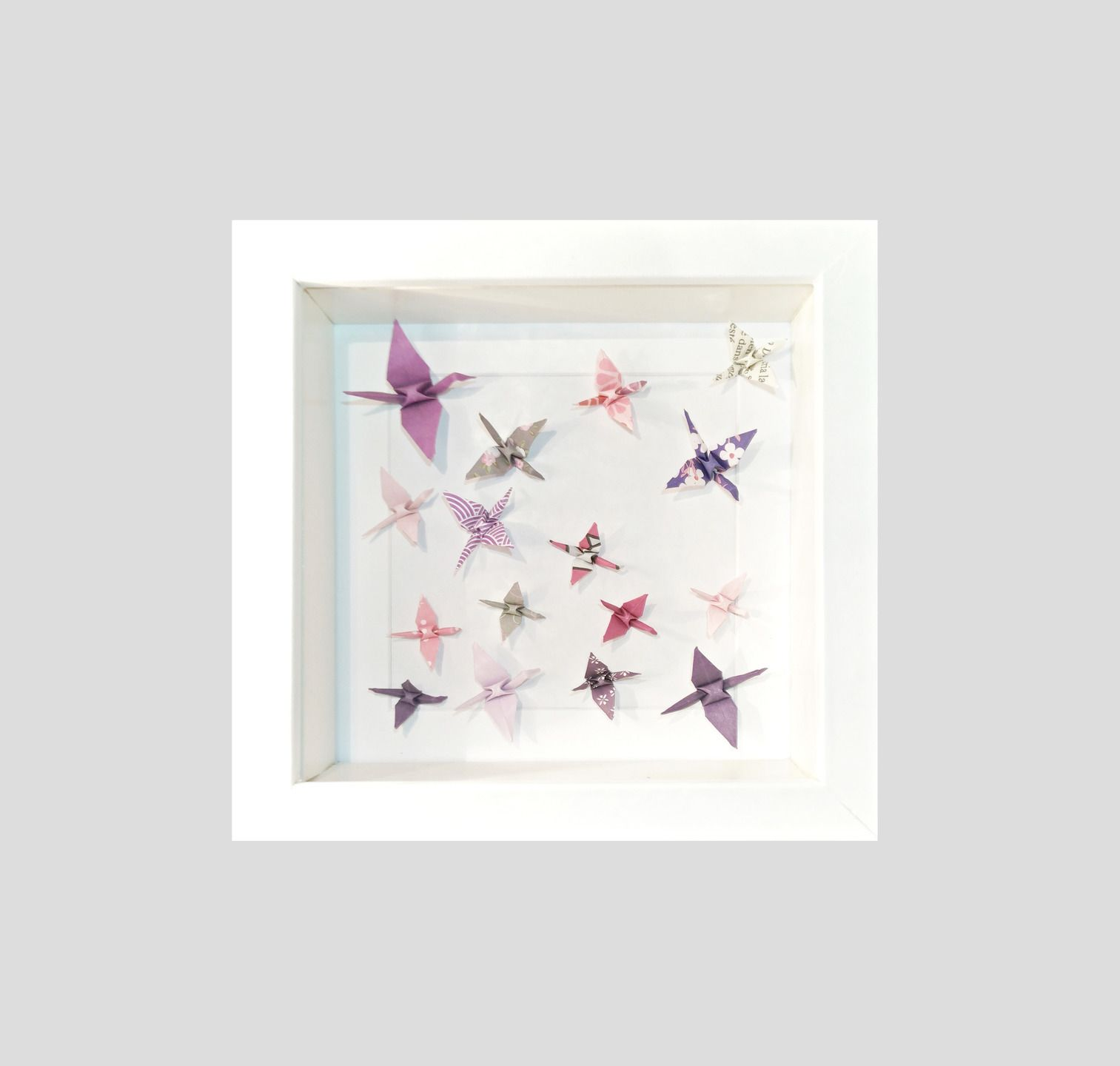 cadre bois blanc origami papier grues fait main id e cadeau naissance origami d corations. Black Bedroom Furniture Sets. Home Design Ideas