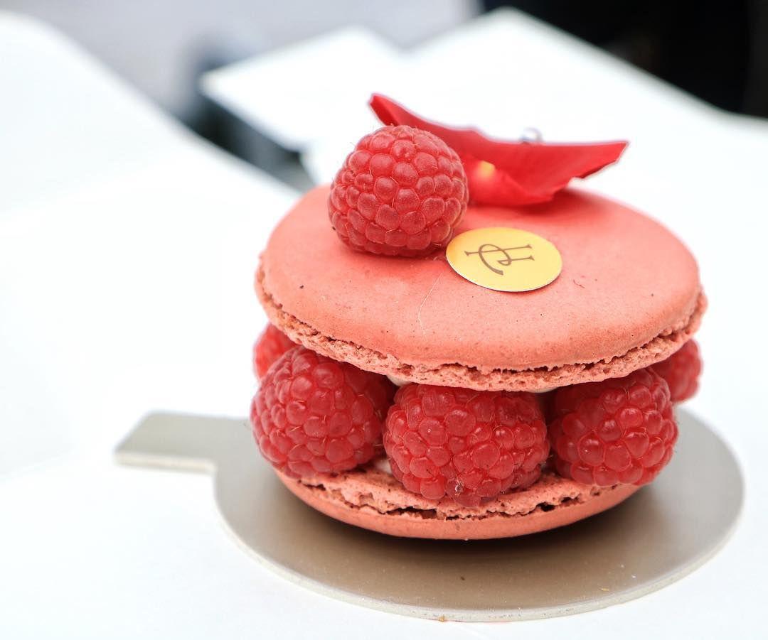 Pierre Hermé ️ #pierreherme #patisserie #macaron Paris Pierre herme, Patisserie, Food