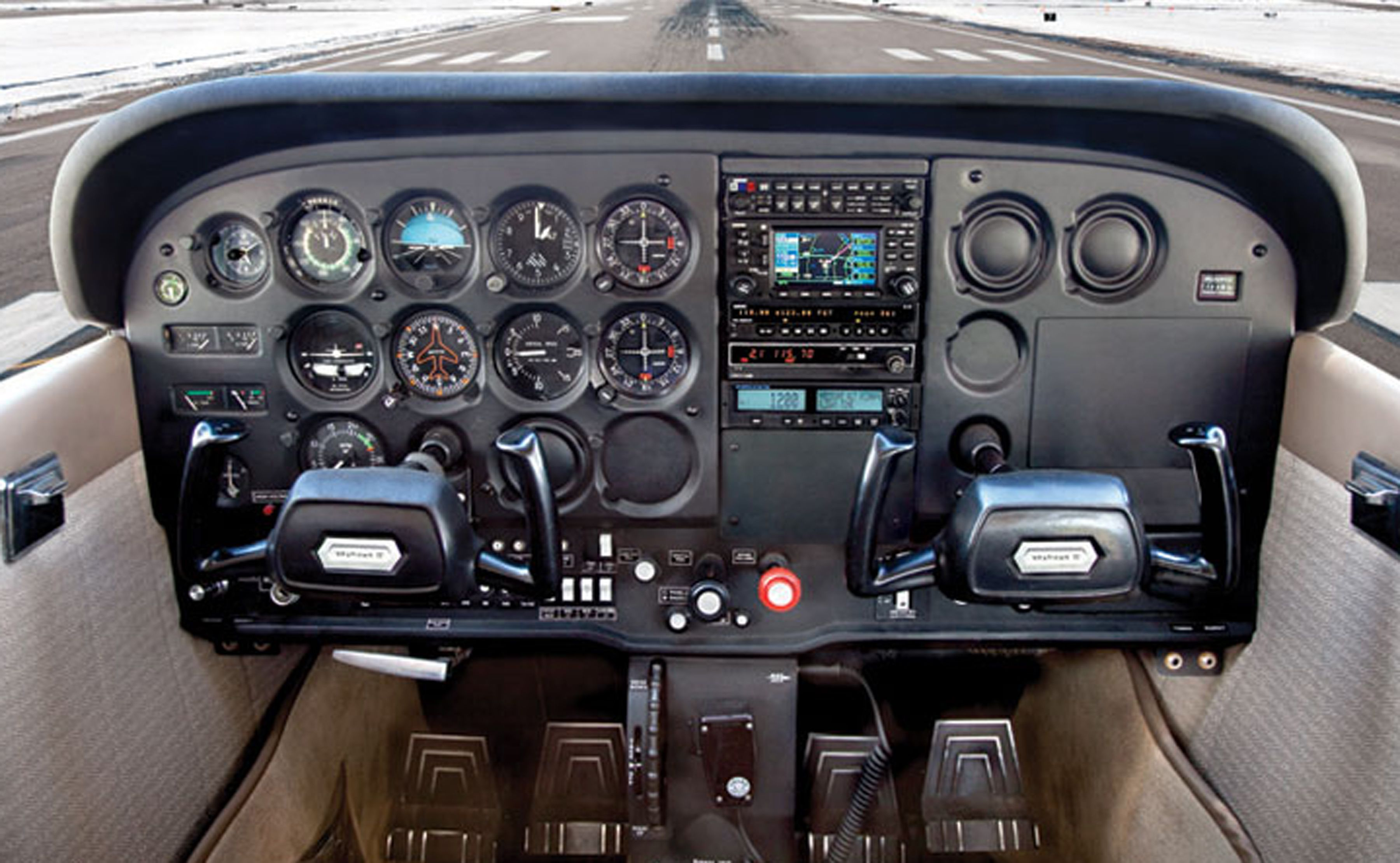 Cessna 172 cockpit | aircrafts | Cessna 172, Flight