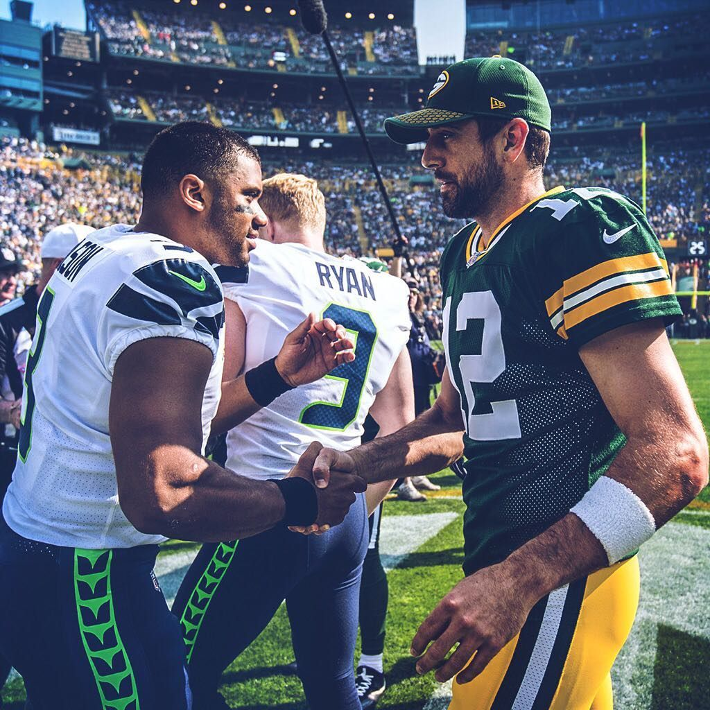 Quarterbacks Russell Wilson And Aaron Rodgers Shake Hands Before The Opening Coin Toss Eyeonthehawks Aaron Rodgers Shake Hands Russell Wilson