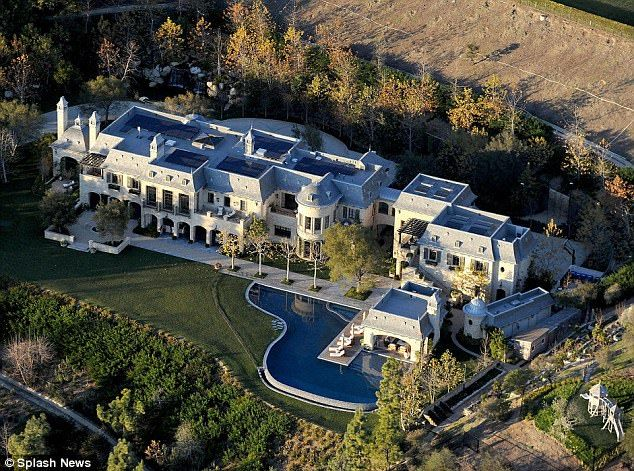 View This Mansion Home On Mansion Homes Com Mansions Celebrity