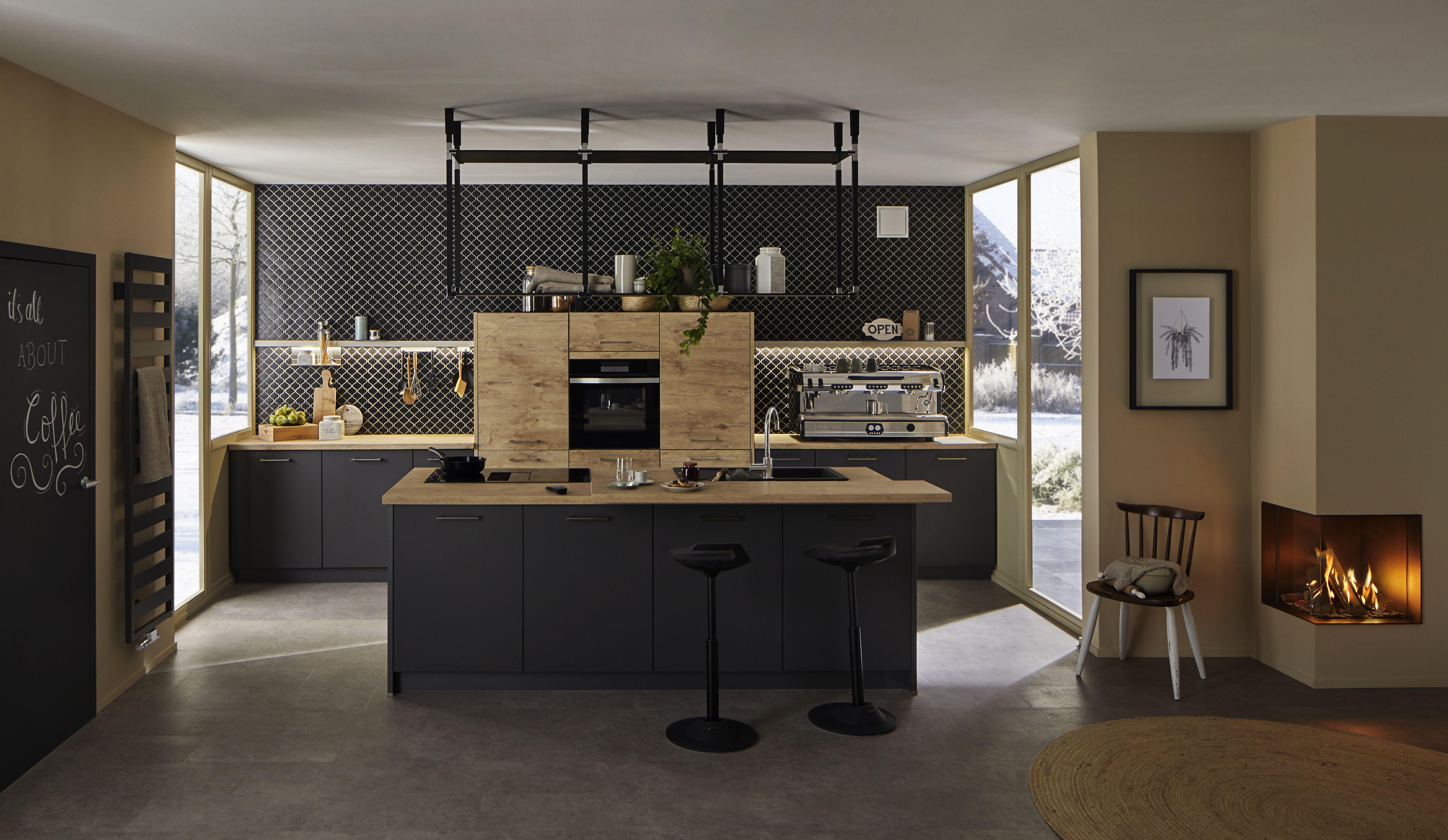 Modern Kitchen kitchendesign küche modernkitchendesign kücheninsel deckenregal hängeregal ...