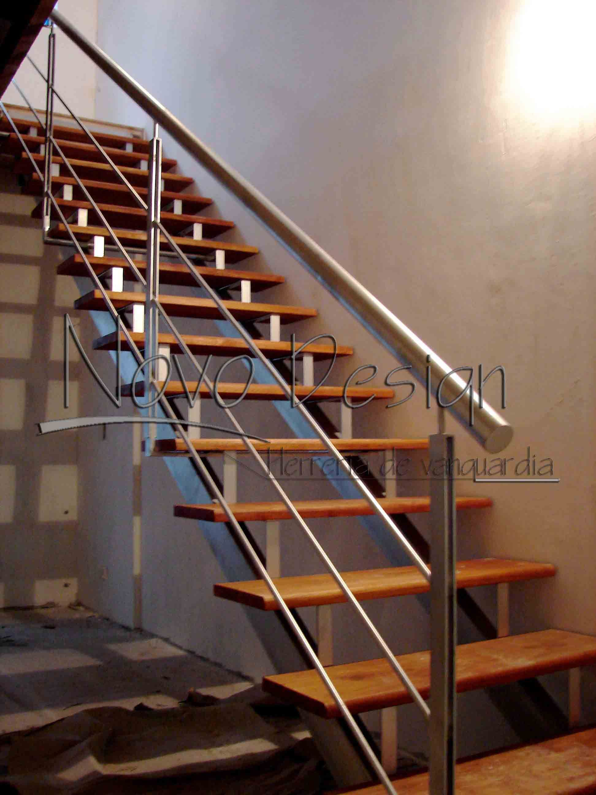 Escaleras rectas de metal para interiores escalera de for Escaleras rectas