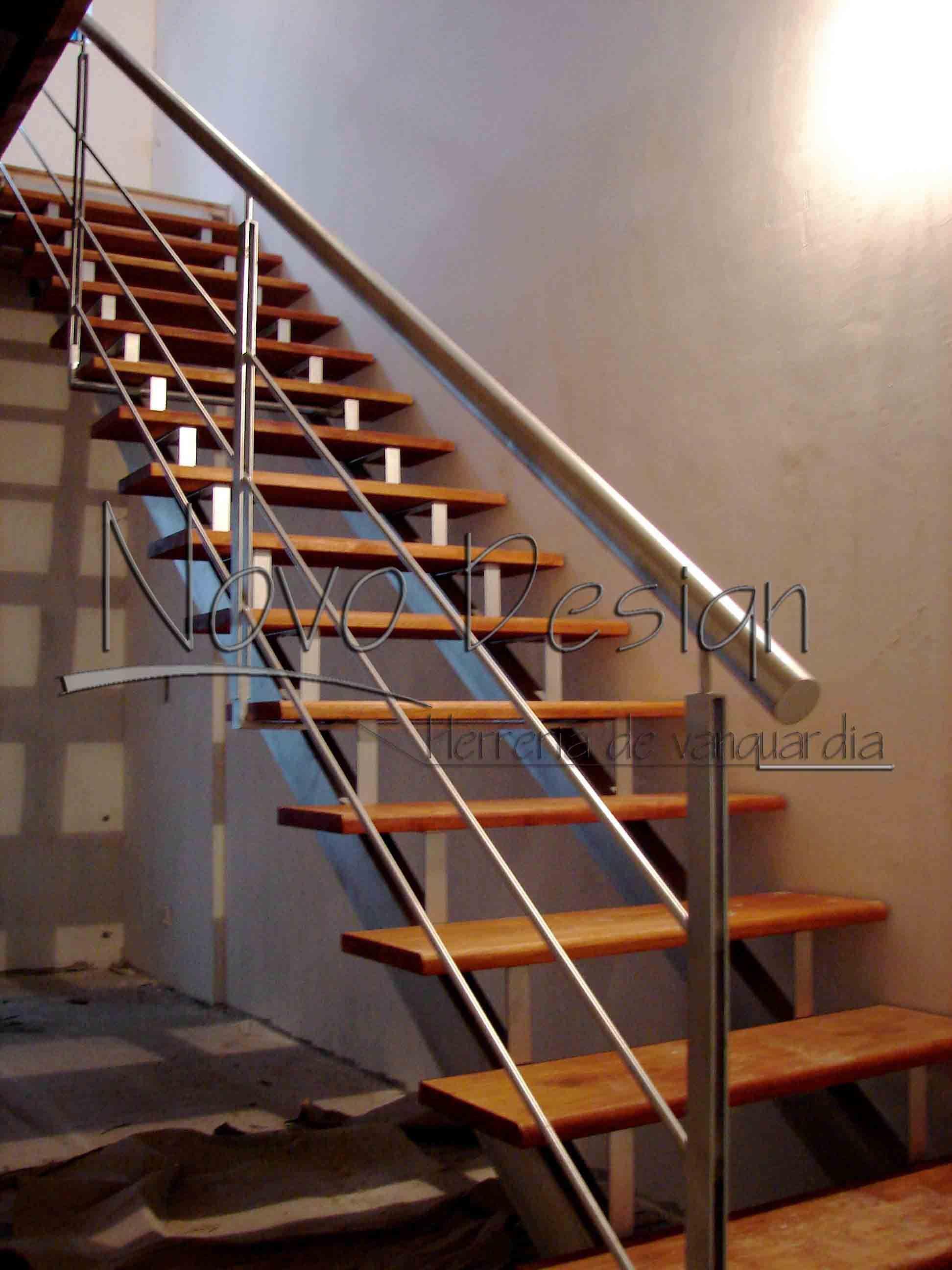 Escalera recta dos ejes venta de escaleras y barandas for Escalera de madera al aire libre precio