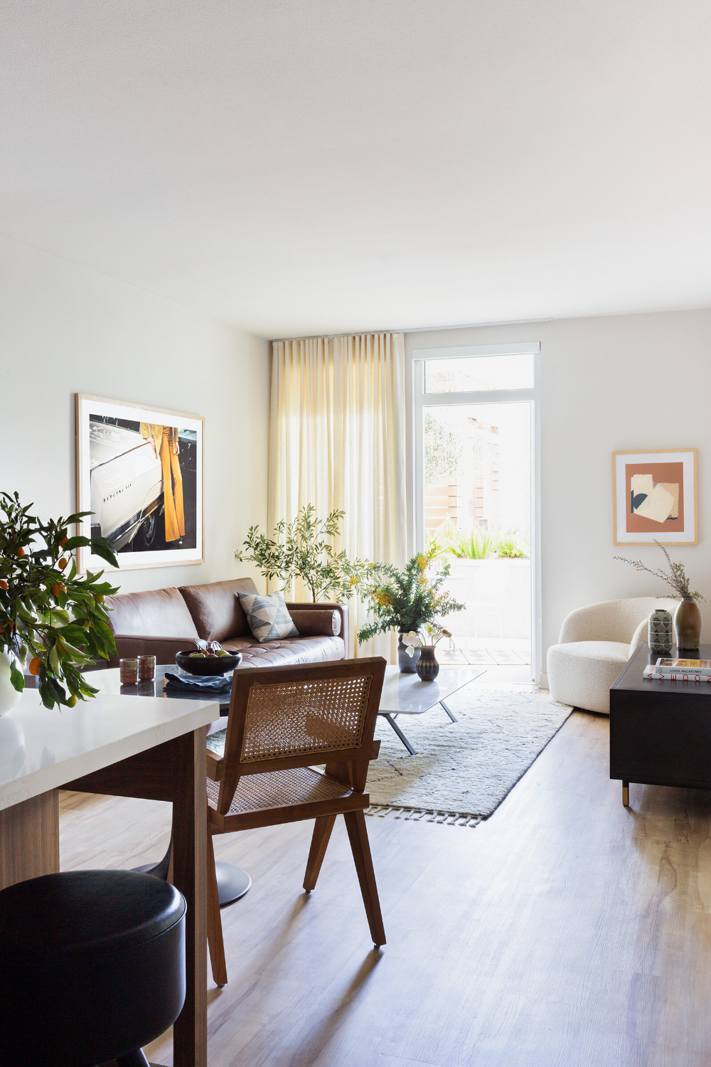 A Serene And Modern Apartment Stefani Stein In 2020 Small Space Living Modern Apartment Hollywood Apartment