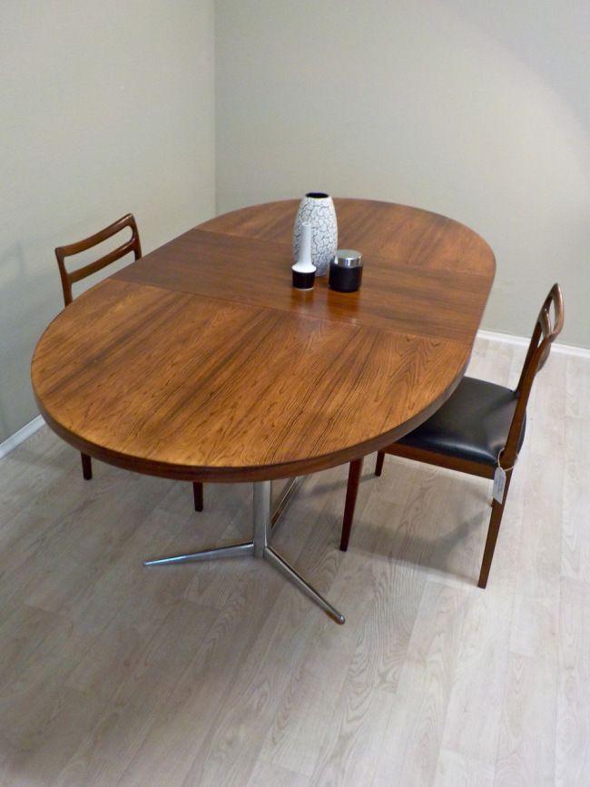 frisch restauriert ausziehbarer ovaler esstisch mit palisander furnier aus den 60er 70er jahren. Black Bedroom Furniture Sets. Home Design Ideas