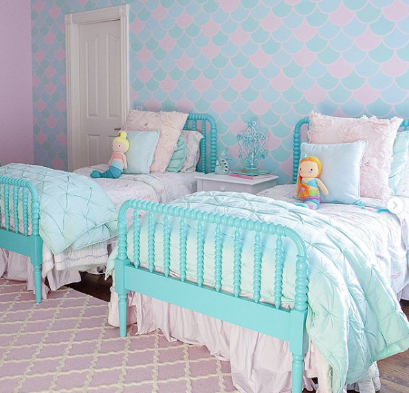 Girl S Bedroom Makeover On A Budget Using Diy Wall Stencil Patterns As Wallpaper Alternatives Trending Decor Home Decor Italian Furniture Design