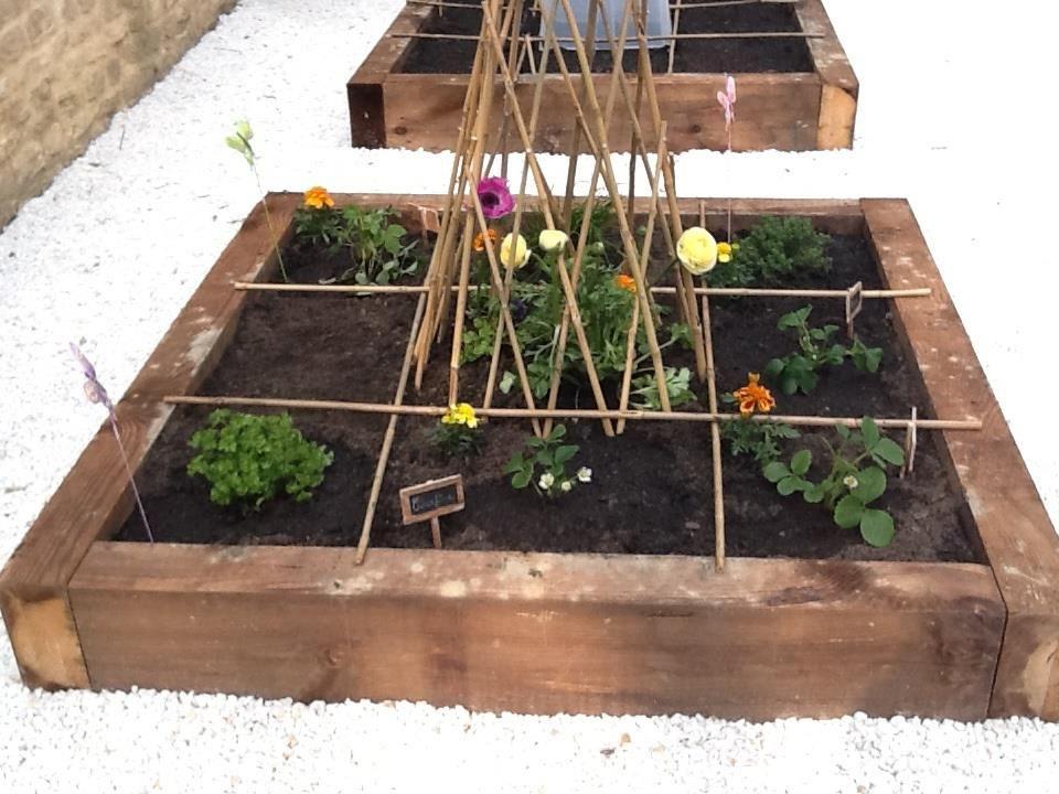 Des carrés potagers entourés de gravier blanc Vos carrés potager - mettre du gravier dans son jardin