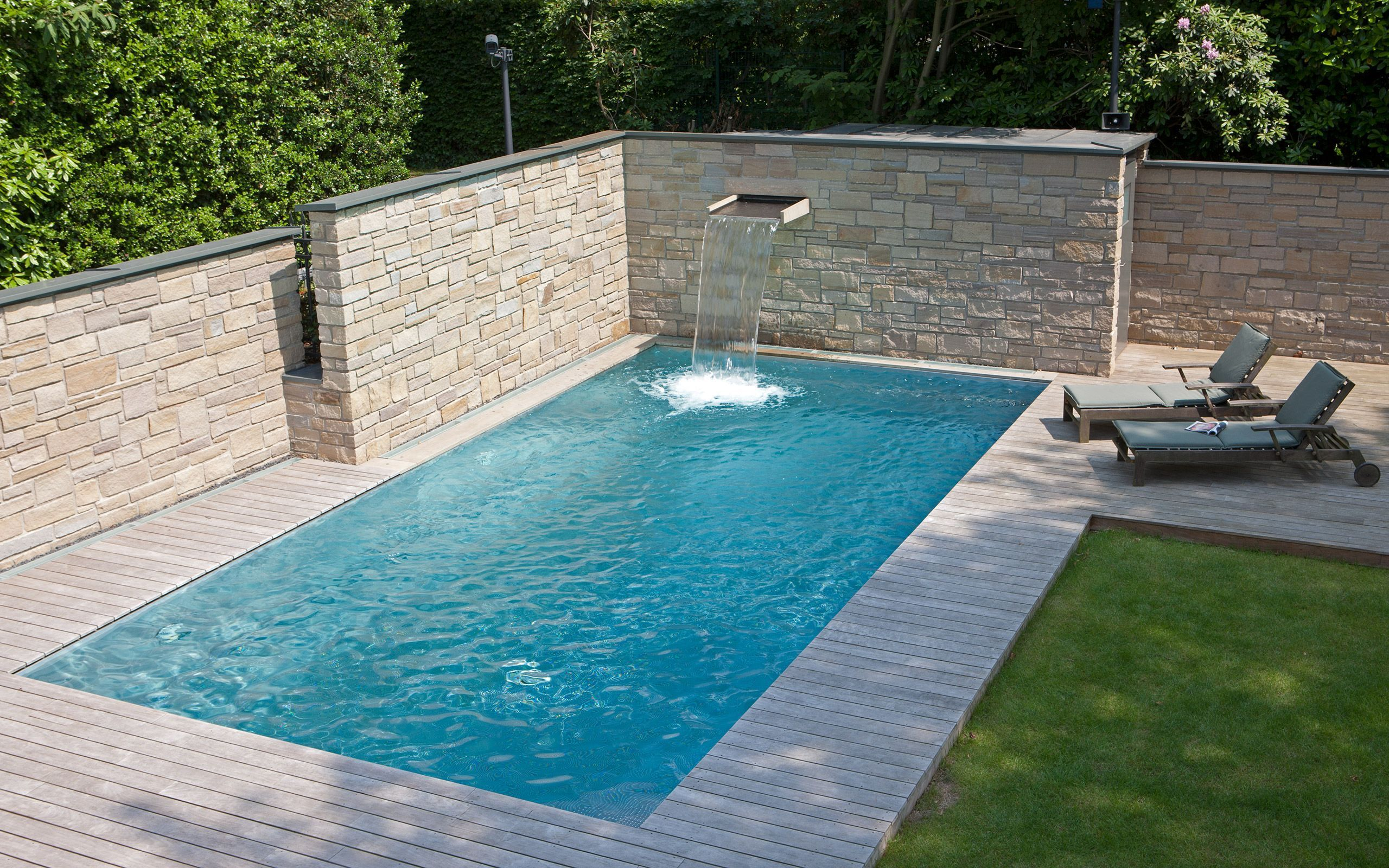Pool Edelstahl Stainless Steel Pool With Skimmer Technology And Integrated, Semicircular Stairs, 9 - Stainle… | Schwimmbad-designs, Kleiner Pool Design, Kleine Hinterhof-pools