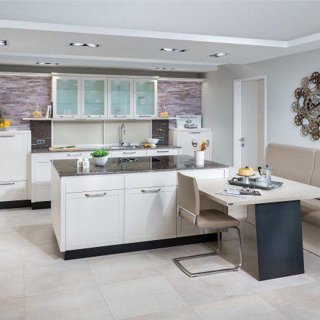 Weiße küche mit kochinsel und bora dunstabzug p max massmöbel tischlerqualität aus österreich
