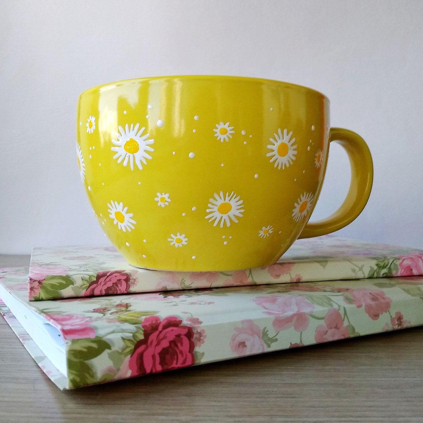 Jumbo ceramic coffee mug, yellow with white daisies #ceramicpainting