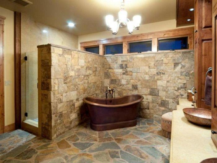 cuartos de baño rusticos , baño grande y acogedor con candelabro y - lavabos rusticos
