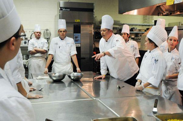 Japanpedia Work Kyoto - Waiting Staff or Kitchen Staff Company ...