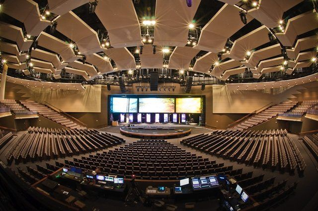 Gateway Church In Southlake Texas New State Of The Art Worship Facility I M A Member Of This Churc Church Design Church Interior Design Church Lobby Design