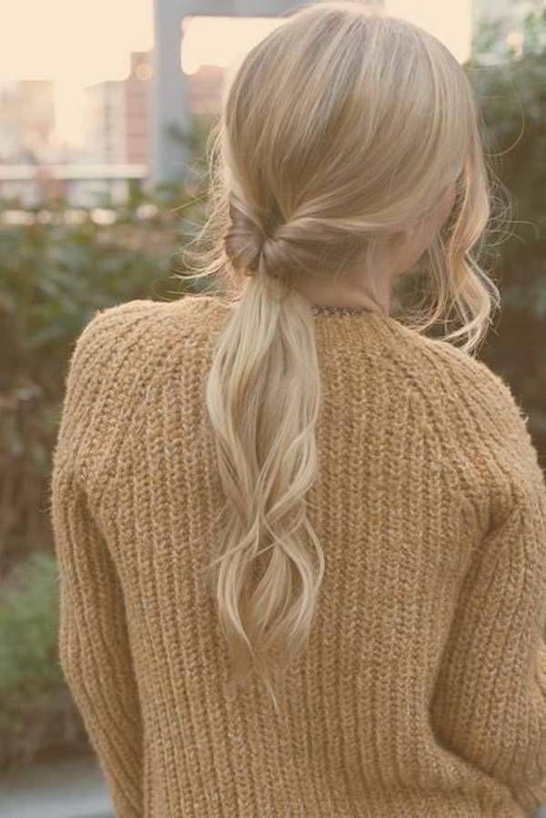 Cheveux attachés en queuedecheval originale printemps