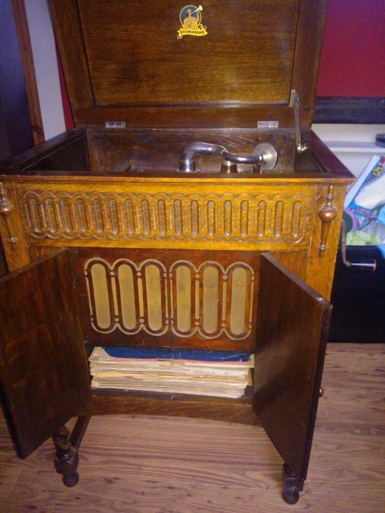 Vintage Wind-up Gramophone (cabinet) working plus records - Vintage Wind-up Gramophone (cabinet) Working Plus Records