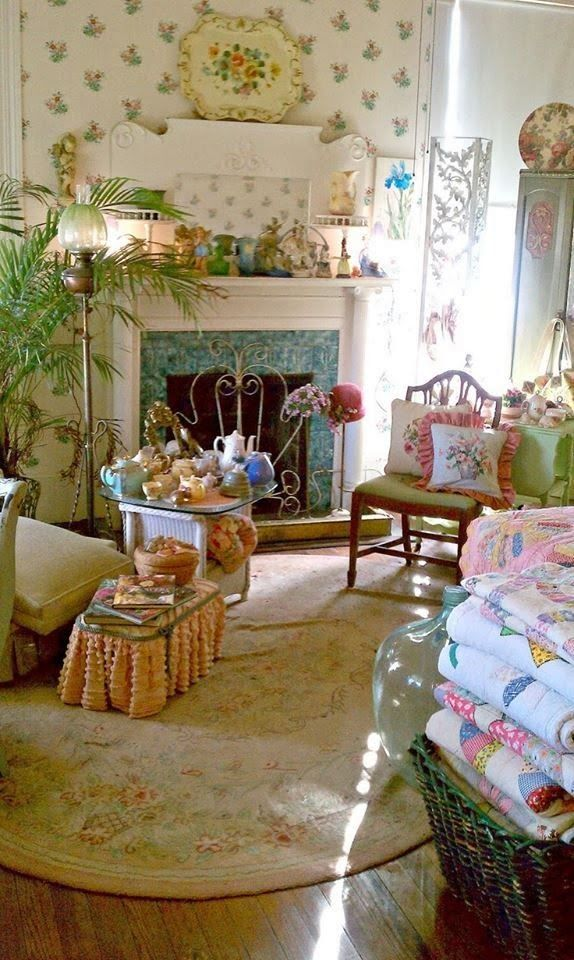 Cozy Romantic Living Room: Decorating Vintage Cottage Style Interiors
