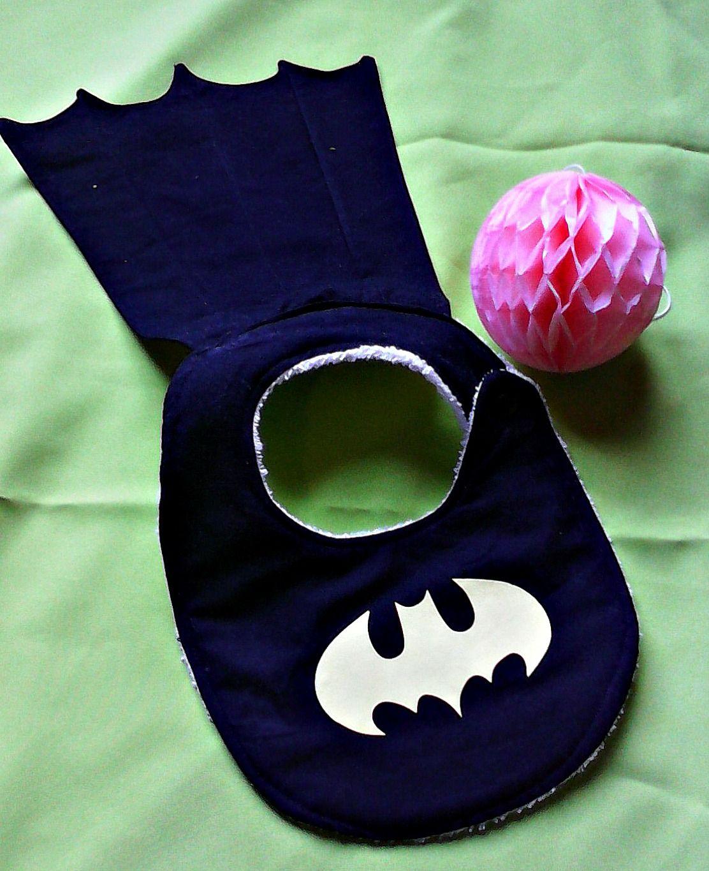 diy tuto bavoir super héros https://www.facebook.com/BabyChicandChoc/photos/a.1518666578402024.1073741828.1518609615074387/1537373476531334/?type=1&theater #batman #superman #supergirl