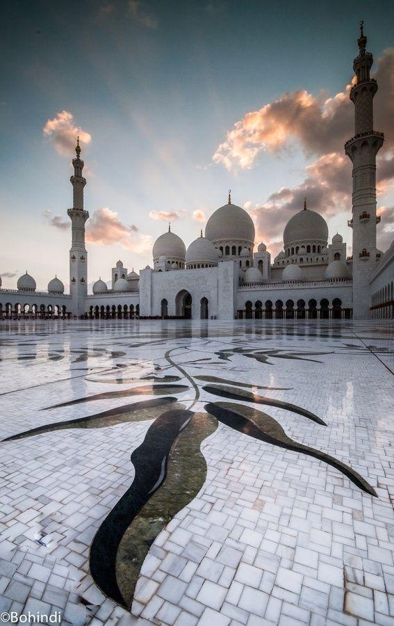 Courtyard surrounding the Sheikh Zayed Grand Mosque, Abu Dhabi. United Arab Emirates