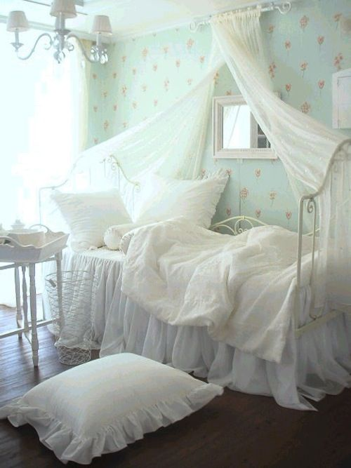 I would love that bed <3
