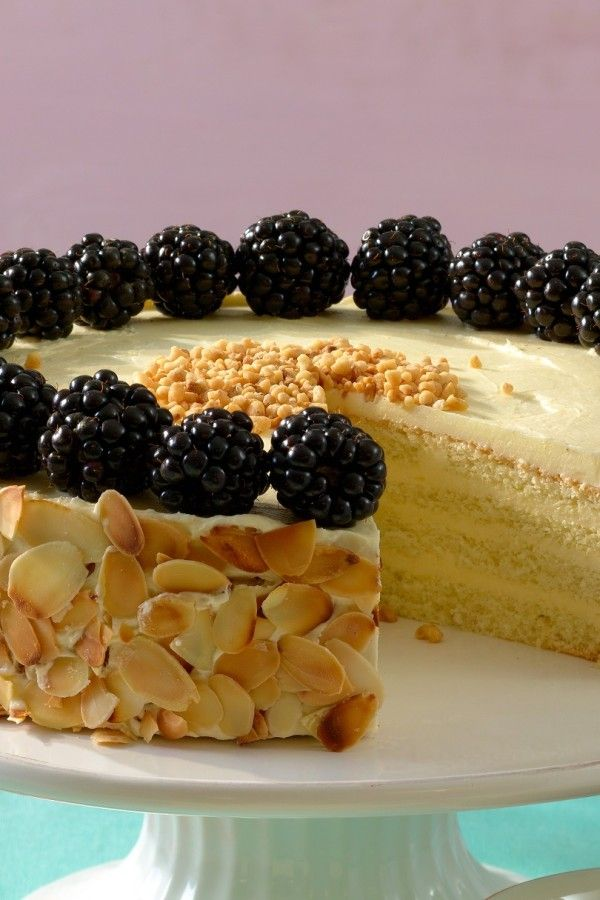 Leckere Zitronencreme-Torte mit Brombeeren