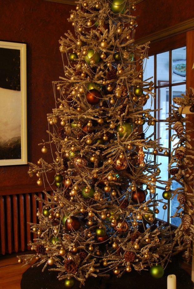 Elegant Christmas tree - Platinum bead garland. Beautiful. - Elegant Christmas Tree - Platinum Bead Garland. Beautiful