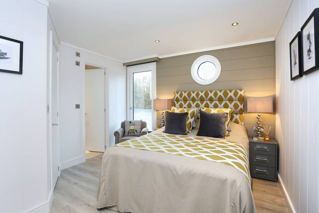 Best Main Bedroom With Ensuite And Walk In Wardrobe Bedroom 400 x 300