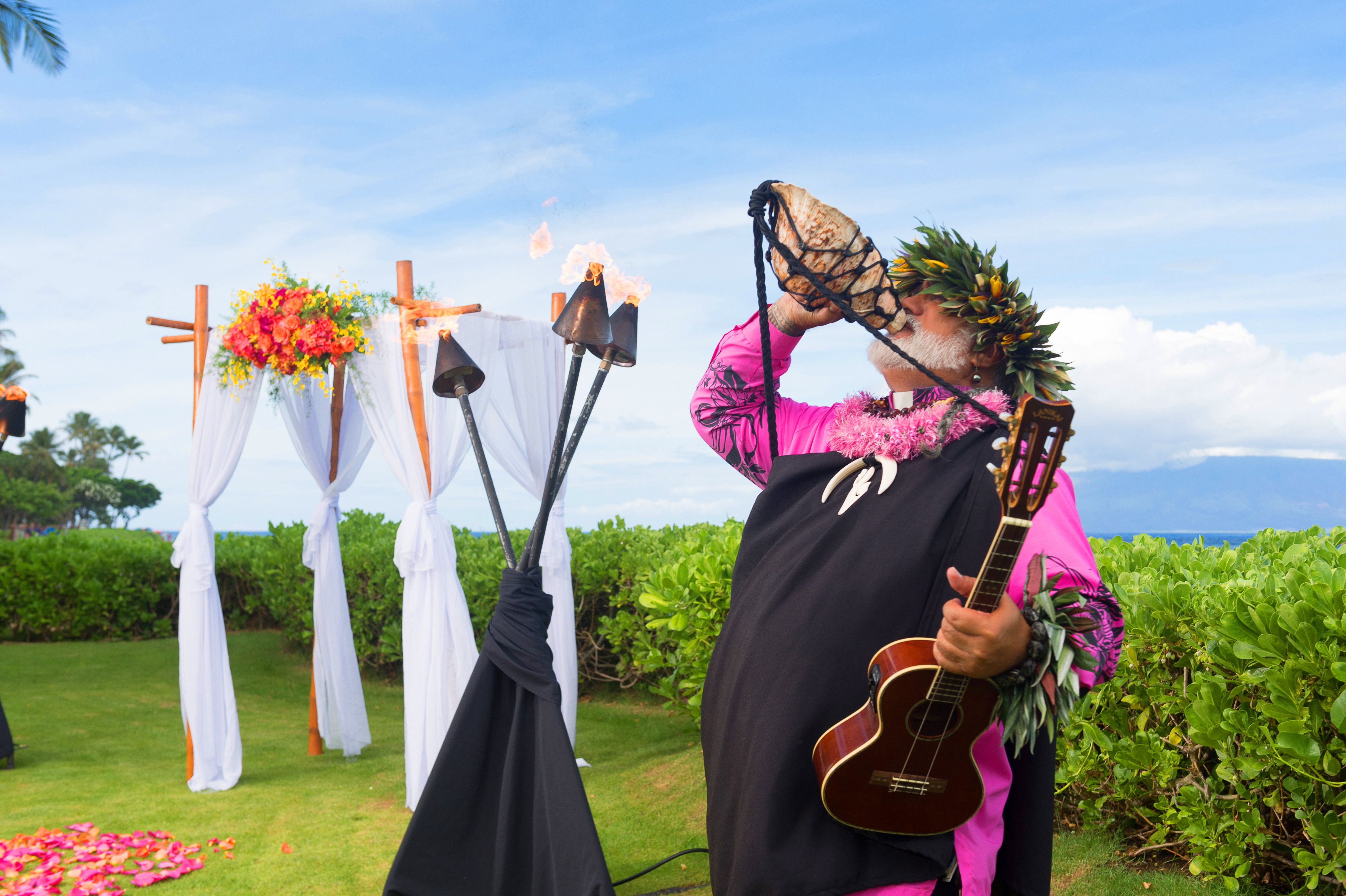 #TravelTip Take advantage of the beautiful scenery & romantic atmosphere to RENEW YOUR VOWS! http://www.kbhmaui.com/weddings/packages/maui-wedding-packages
