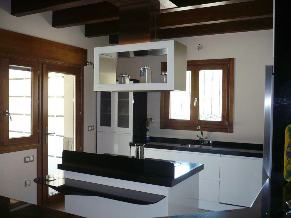 Cocina con campana extractora camuflada en isla - Campanas extractoras isla cocina ...