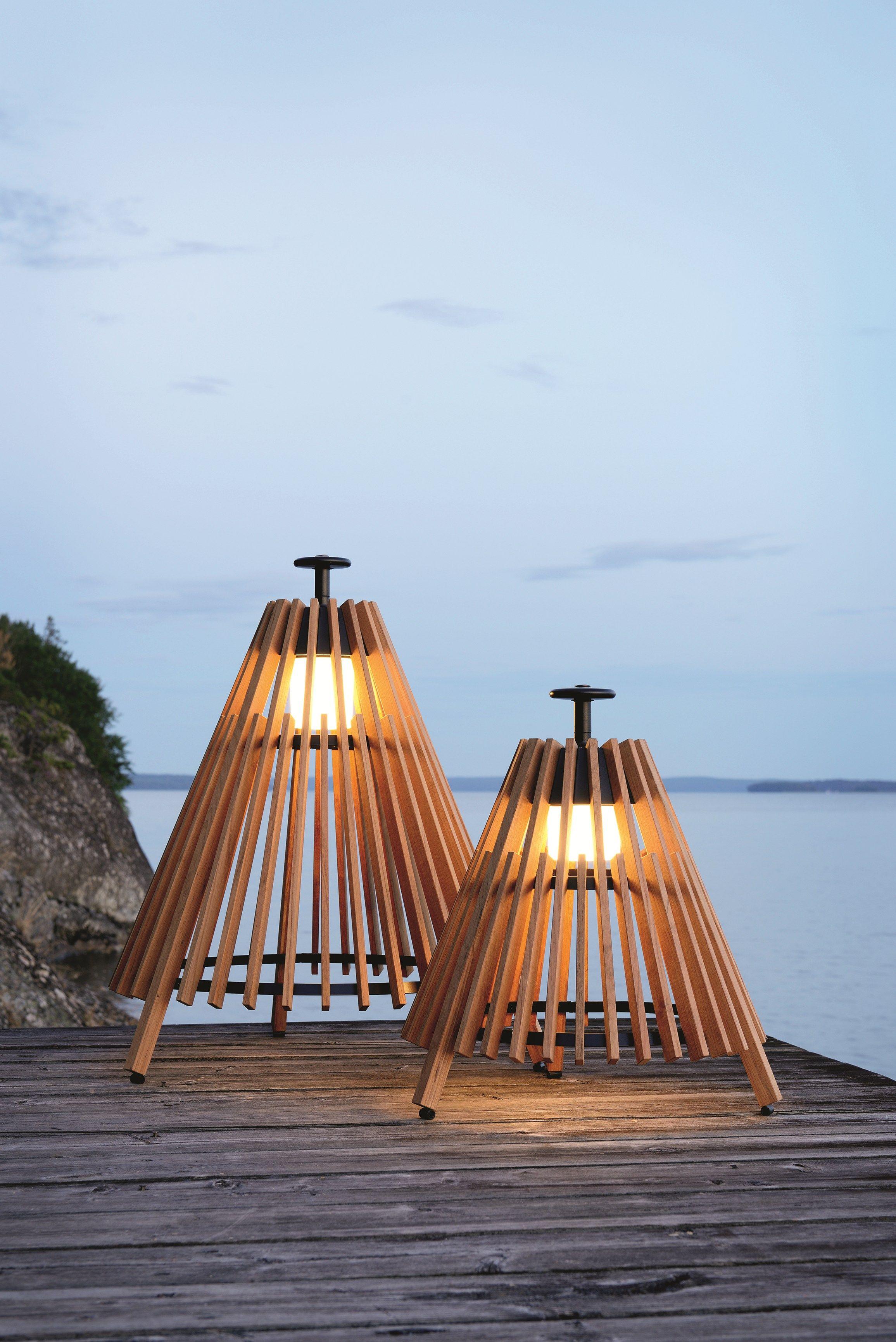 Lámpara de pie de teca TIPI by Skargaarden diseño Mårten Cyrén, Gustav Cyrén