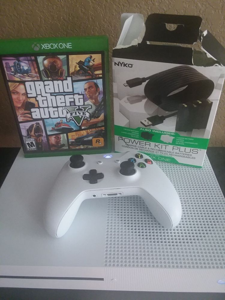 Xbox One S 1TB White Console Bundle, Comes GTA V and more! Mint