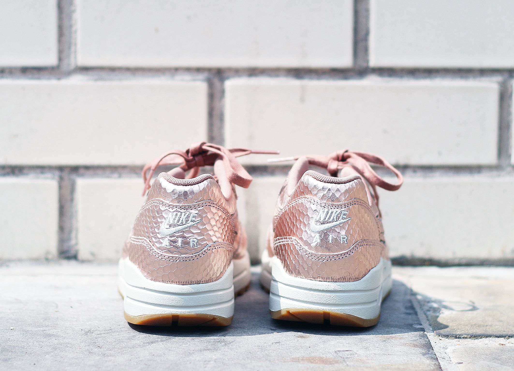 official photos d9ef9 33ef0 Threads Styling Nike Air Max 1 Cut Out Premium Rose Gold