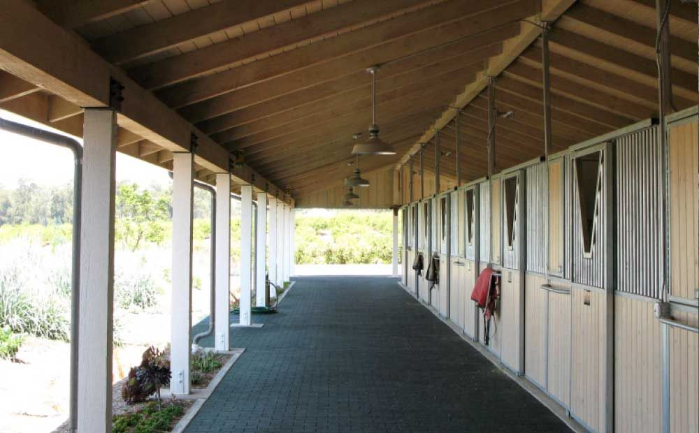 MD Barnmaster Shedrow Inline barns. Horse Barn Contractors - Stable Stalls Plans,& Kits