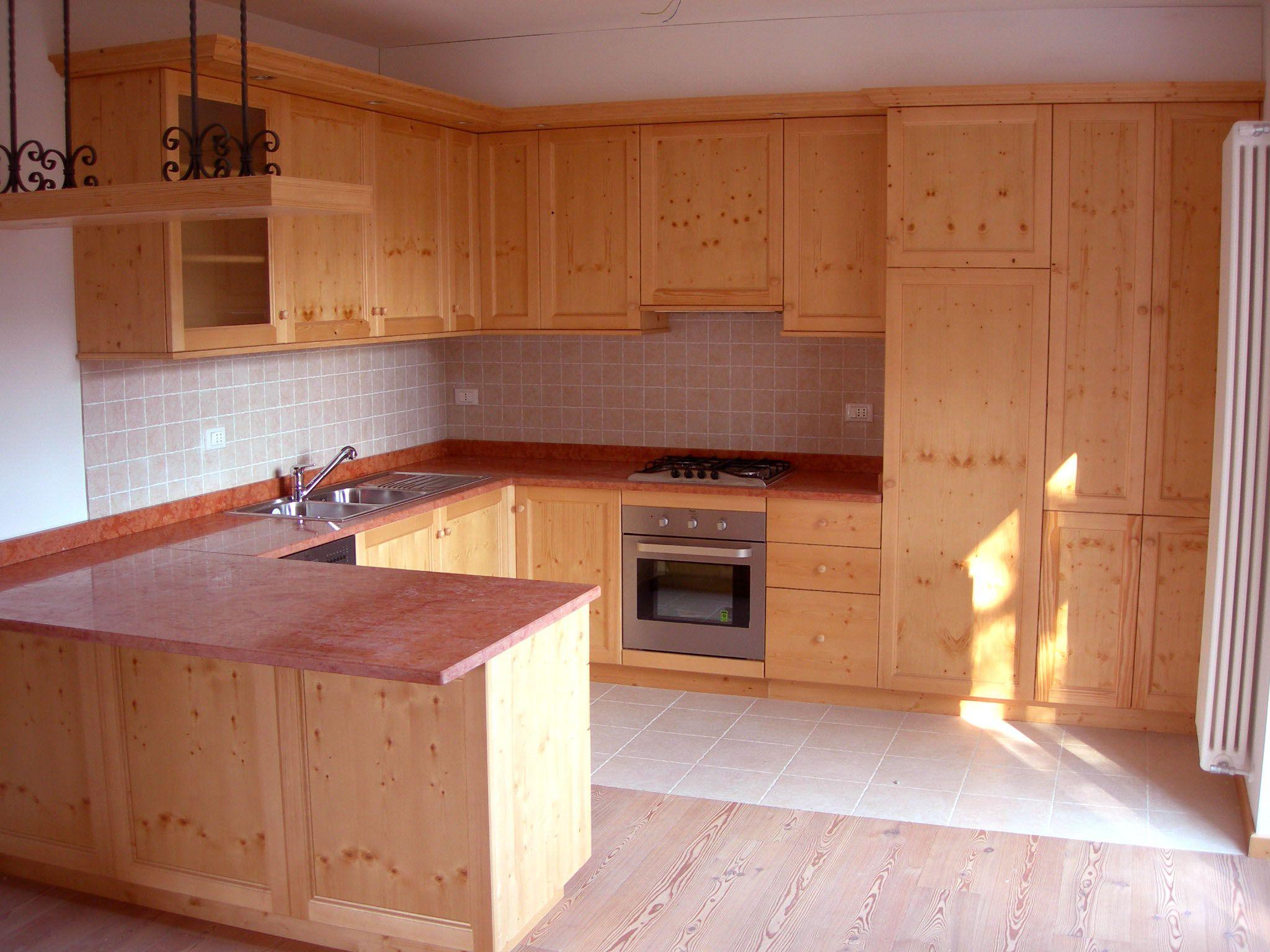 Cucina su misura in abete spazzolato finitura naturale - Cucine in abete ...