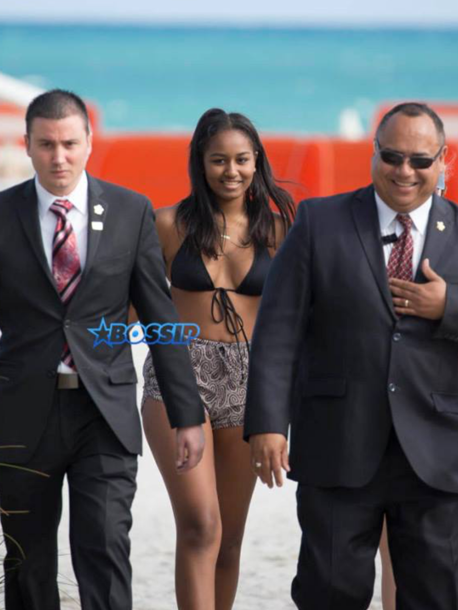 Obamas eldest daughter went to the rally on her own on January 28, 2017