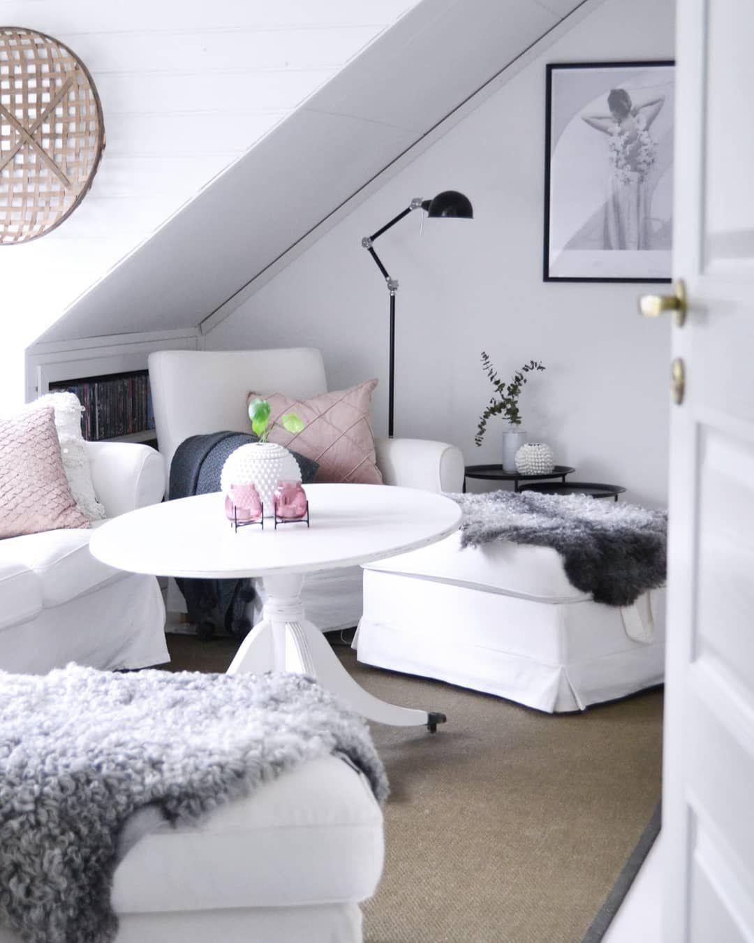 Raum mit Dachschräge einrichten Tipps & Ideen   Dachschräge einrichten, Zimmer mit dachschräge ...