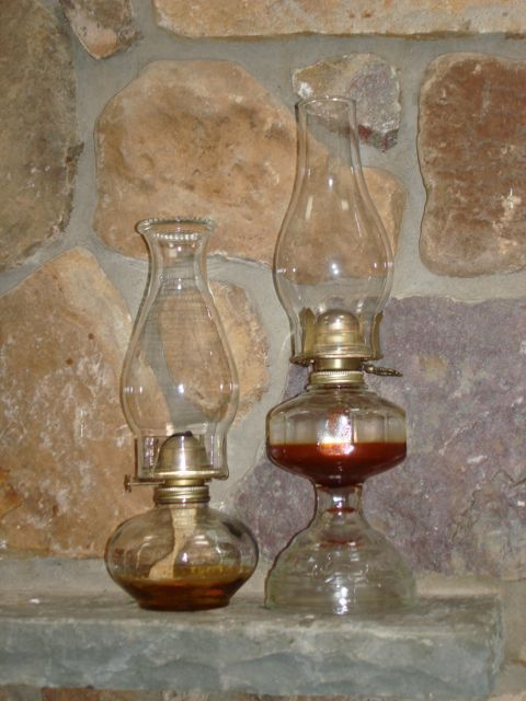 Oil Lamps My Grandma Had A Ton Of These Antique Oil Lamps Oil Lamps Lamp
