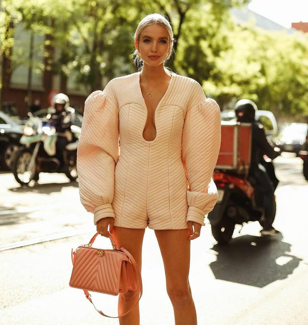 "Pearls™ on Instagram: ""Details™ 💗 #details #streetstyle #streetfashion #fashion #style #fashionstyle #trend #ootd #runway #fashionshow #glam #fashionworld…"""