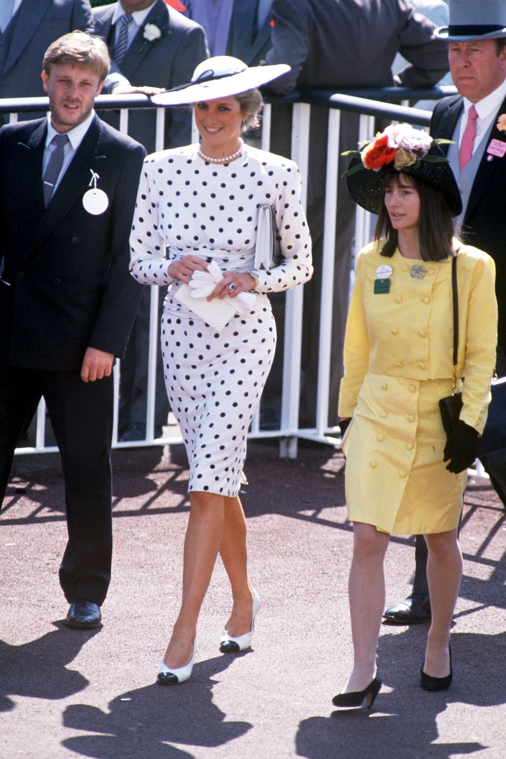 This Iconic Princess Diana Fashion Trend Is Making A Comeback With Images Princess Diana Fashion Diana Fashion Princess Diana