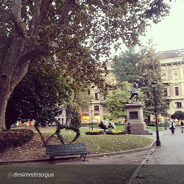 #Torino raccontata dai cittadini per #inTO Foto di desireedesogus Morning guys #inTO #torino #turin #garden #citycenter #thebestcity #benches with #hearts #romantic #love #statue #green