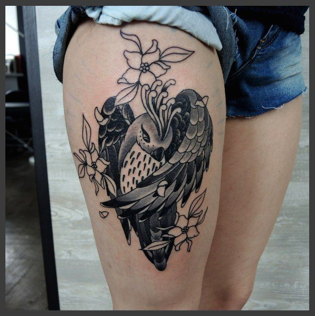 20 idées de tatouages pleins de charme sur les cuisses de ces dames