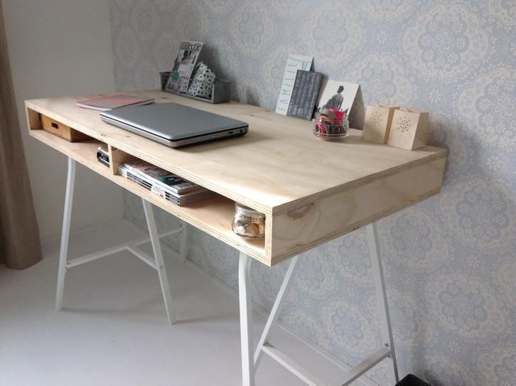 ≥ super mooi strak hout underlayment bureau met ijzeren poten
