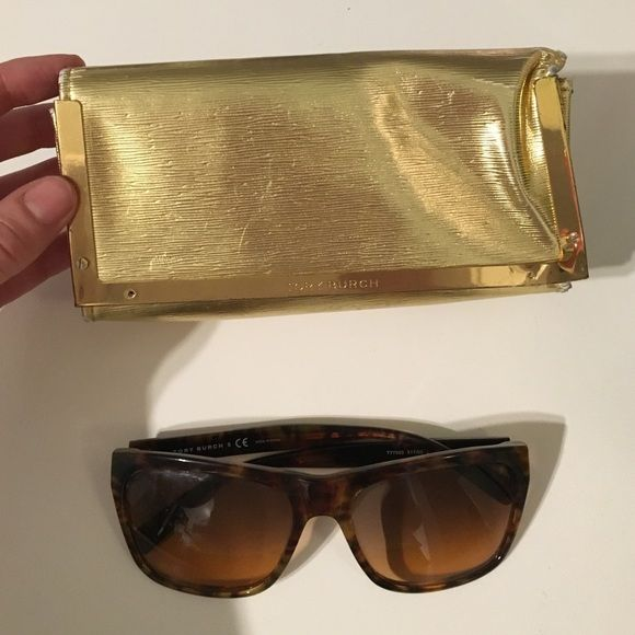 Tory Burch sunglasses tortoise shell Good condition Tory Burch Sunglasses. Slight wear on lenses but not noticeable Tory Burch Accessories Sunglasses
