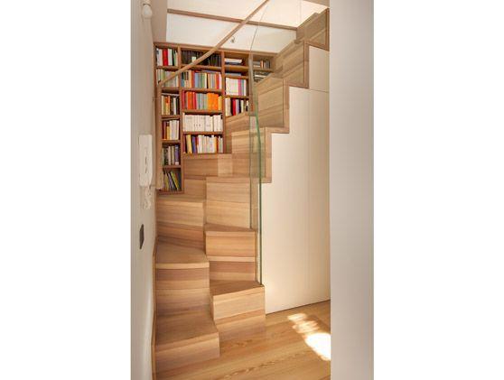 Scala a gradini sfalsati vista da davanti architettura - Scale per interni misure ...