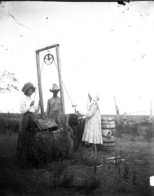 Becoming American Swedish American Family Photos 1890 To 1920 Water From The Well Bucket To Artesian Texas 1910 Photo Old Pictures Old Photos