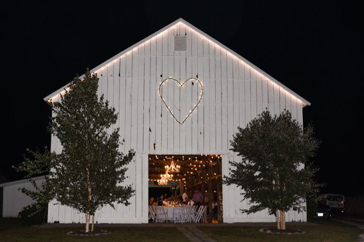 Wedding barn at The Journey Home wedding venue near Kansas ...